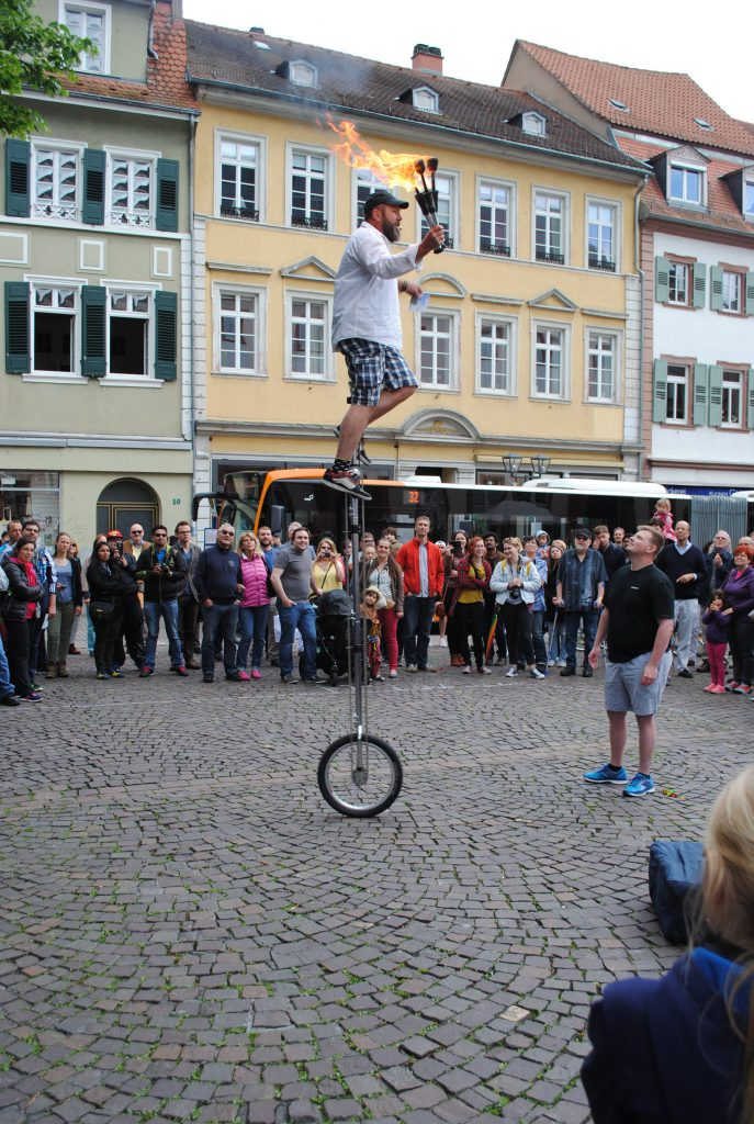 zündelnder Ein-Hoch-Radfahrer